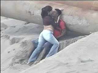 Beach Girlfriend Jeans Kissing Voyeur Beach Voyeur Caught