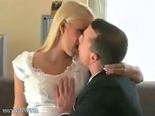 Blonde Bride Kissing Blonde Teen Bride Sex Kissing Teen Teen Blonde Married