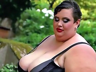 Outdoor Bbw Milf Outdoor Giant
