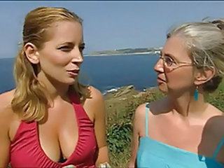 Celebrity Mom Lesbian Big Tits Tits Mom British Tits Outdoor Big Tits Mom Mom Big Tits British