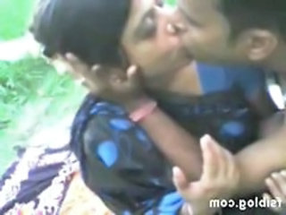 Amateur Indian Kissing  Outdoor Aunty Outdoor