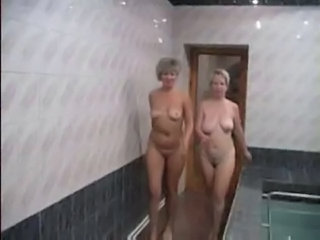 Amateur Mature Mom Old and Young Pool Russian