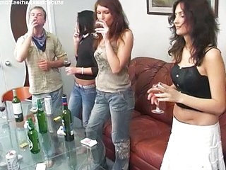Amateur Drunk Groupsex Jeans Party Student Teen