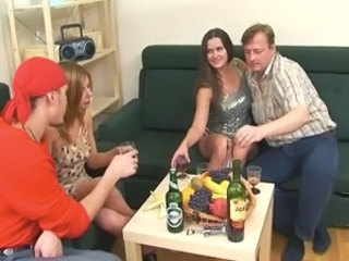Amateur Daddy Daughter Drunk Family Groupsex Old and Young Russian