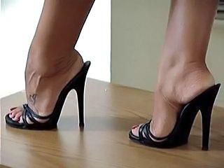 Feet Fetish Latina  High Heels Latina Milf