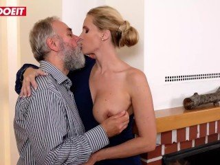 Amazing Big Tits Daddy Daughter Kissing  Daughter Mother