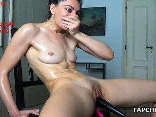 Amateur Masturbating  Oiled Shaved Toy Webcam Amateur