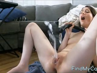 Amazing Masturbating Orgasm Shaved Squirt Teen Toy