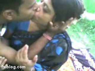 Amateur Family Indian Kissing Mature Outdoor Aunty Outdoor