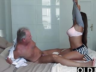 Amazing Daddy Daughter Family Old and Young Teen Bedroom